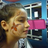 Красиви рисунки върху лице